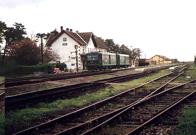 Gesamtansicht des Busiascher Bahnhofes.