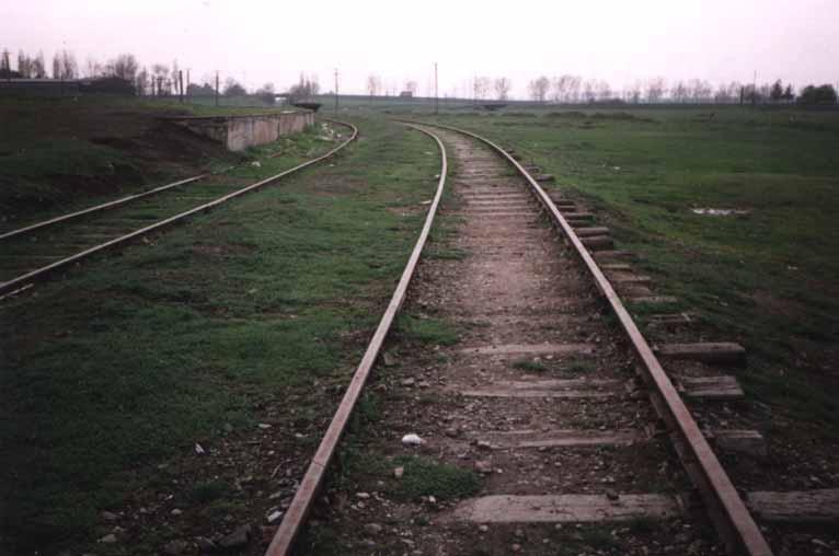 Der Gleisverlauf vor der Holzhandlung