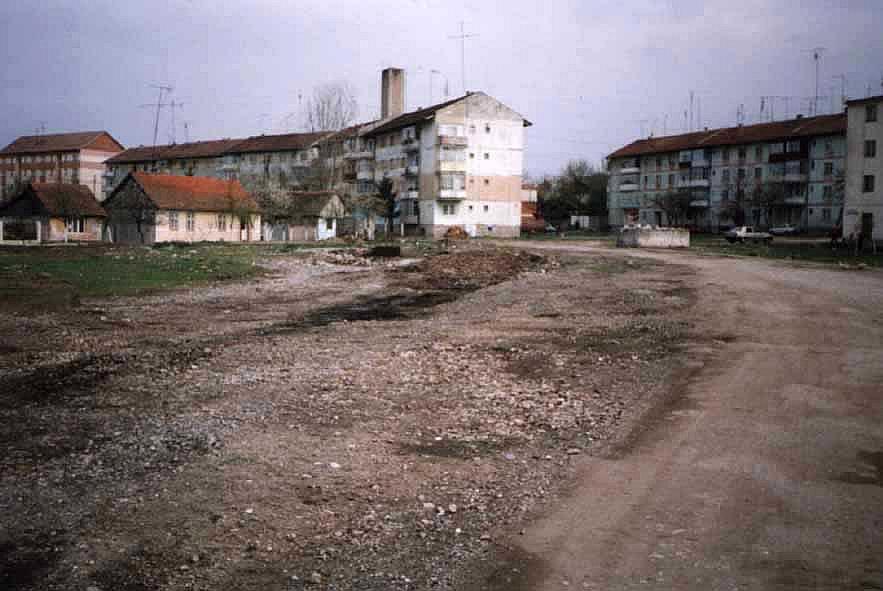 Spuren der Streckentrasse auf der ehemaligen Wiese