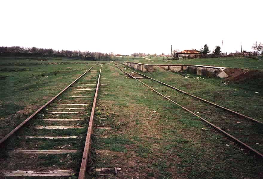 Die Holzhandlung, die Verladerampe und die zwei Gleise