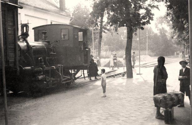 Alltagsrummel am Bahnhof im Kurpark