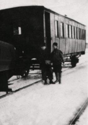 Der Winterwagen am Busiascher Bahnhof