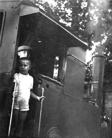 """Die Dampflok """"Etelka"""" war offensichtlich auch für Kinder eine reizvolle Attraktion"""