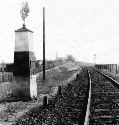 """Eine Banovits Signalanlage mit eingesetzter Petroleumlampe in der Stellung """"Freie Fahrt"""""""