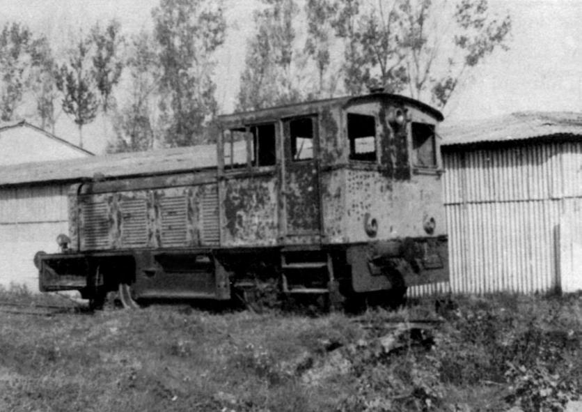 Auf einem Abstellgleis im Bahnhof Târgoviste muss diese Lok ihre alten Tage verbringen.